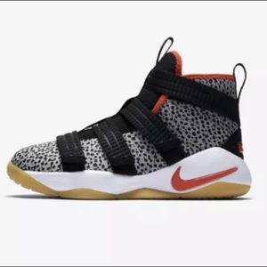 Nike Youth LeBron James Sneakers